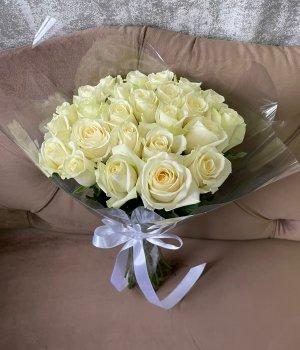 Букет из 25 белых роз (50 см) #538