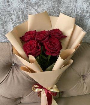 Букет из 5 красных роз (50 см ) #1948